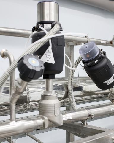 Ручной и регулирующий клапаны 2712, запорный наклонный клапан 2000 с блоком управления 8690