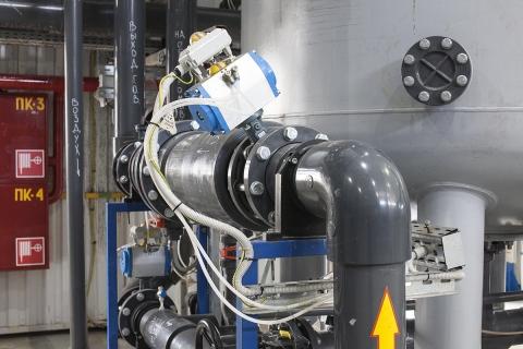 Дисковые затворы V974-014 на базе затворов Z011-A (Ebro Armaturen) с пневмоприводами и блоками концевых выключателей GT (G. T. Attuatori) в трубопроводе PVC-U (Georg Fischer)