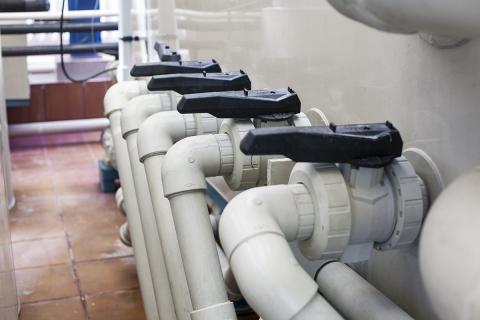 Пластиковый трубопровод из полипропилена PP-H с шаровыми кранами 546