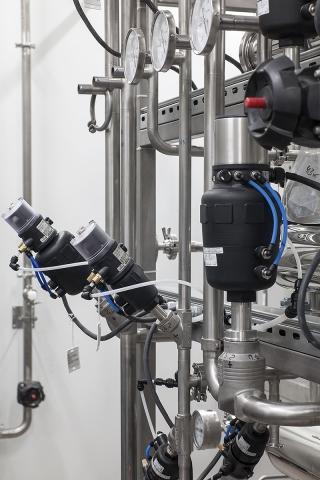 Регулирующий пневматический клапан 2712 с позиционером 8694 (8802-GB)